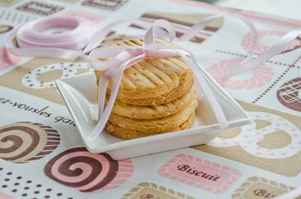 Butter cashew nuts biscuits