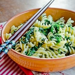 Quick and healthy Pasta with spinach